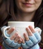Vrouw met thee stock afbeelding