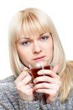 Vrouw met theemok Stock Foto