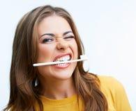 Vrouw met toothy borstel Stock Fotografie