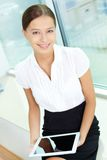 Vrouw met touchpad royalty-vrije stock afbeeldingen