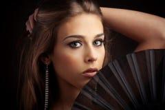 Vrouw met ventilator Stock Afbeeldingen