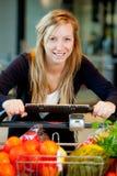 Vrouw met Verse Opbrengst Stock Foto's