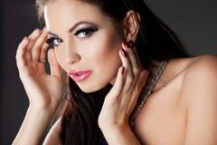 Vrouw met violet gezicht Stock Afbeeldingen