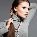 vrouw met violet gezicht Stock Fotografie