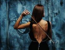 Vrouw met vioollichaam Royalty-vrije Stock Foto's