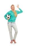 Vrouw met voetbal Stock Afbeeldingen