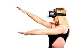 Vrouw met VR-apparaat stock afbeeldingen