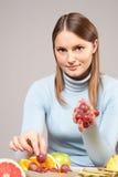 Vrouw met vruchten Royalty-vrije Stock Afbeelding