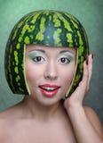 Vrouw met watermeloen royalty-vrije stock afbeeldingen