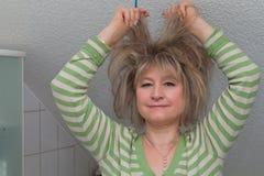 Vrouw met wild haar Stock Foto