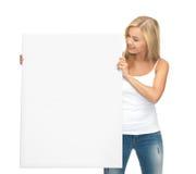 Vrouw met witte lege raad Royalty-vrije Stock Afbeeldingen