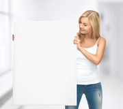 Vrouw met witte lege raad Stock Foto's