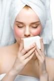 Vrouw met zeep royalty-vrije stock foto
