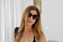 Vrouw met zonnebril Stock Afbeelding