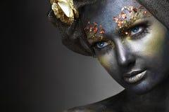 Vrouw met zwart gezicht Stock Afbeeldingen
