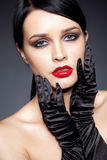 Vrouw met zwarte handschoenen Royalty-vrije Stock Foto