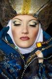 Vrouw in middeleeuws kostuum stock foto's