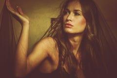 Vrouw onder sluier Royalty-vrije Stock Foto's