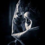 Vrouw onder sluier Stock Afbeeldingen