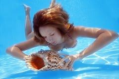 Vrouw Onderwater stock foto's