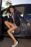 Vrouw op auto Royalty-vrije Stock Foto's
