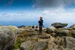 Vrouw op berg Stock Foto's