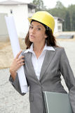 Vrouw op bouwwerf Stock Foto's