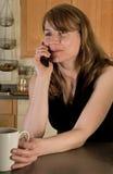 Vrouw op celtelefoon Royalty-vrije Stock Afbeelding