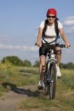 Vrouw op de fiets Stock Afbeeldingen