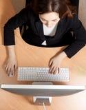 Vrouw op de het werkplaats Stock Foto's