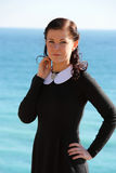 Vrouw op de kust Stock Fotografie