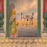 Vrouw op de muur Royalty-vrije Stock Foto