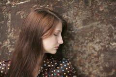 Vrouw op de muur Stock Fotografie