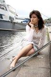 Vrouw op de pijler Royalty-vrije Stock Afbeelding