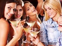 Vrouw op disco in nachtclub. Stock Fotografie