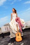 Vrouw op een dak Stock Afbeelding