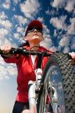 Vrouw op een fiets Stock Foto