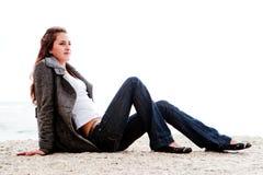 Vrouw op een rots Royalty-vrije Stock Afbeelding