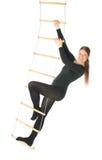 Vrouw op een touwladder Stock Afbeelding