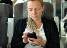 Vrouw op een trein Royalty-vrije Stock Fotografie