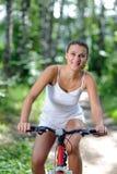 Vrouw op fiets Royalty-vrije Stock Foto