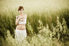 Vrouw op gebied Stock Foto