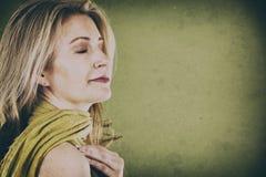 Vrouw op groen Royalty-vrije Stock Fotografie