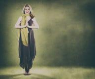 Vrouw op groen Royalty-vrije Stock Afbeeldingen
