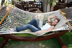 Vrouw op hangmat Royalty-vrije Stock Foto