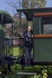 Vrouw op het close-up van de treintribune royalty-vrije stock afbeelding