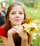 Vrouw op het gras Royalty-vrije Stock Foto's