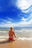 Vrouw op het strand Royalty-vrije Stock Foto's