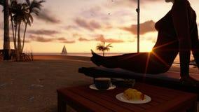 Vrouw op het strand met ontbijt en jacht die bij zonsopgang, voorraadlengte varen stock videobeelden