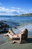 Vrouw op het strand van Maui Royalty-vrije Stock Afbeelding